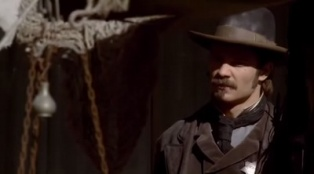 Deadwood 02x09 : Amalgamation and Capital- Seriesaddict